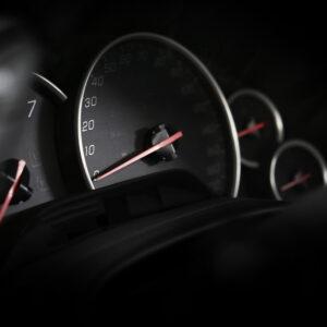 nível-de-combustível-pode-ser-medido-pelo-velocímetro-do-carro